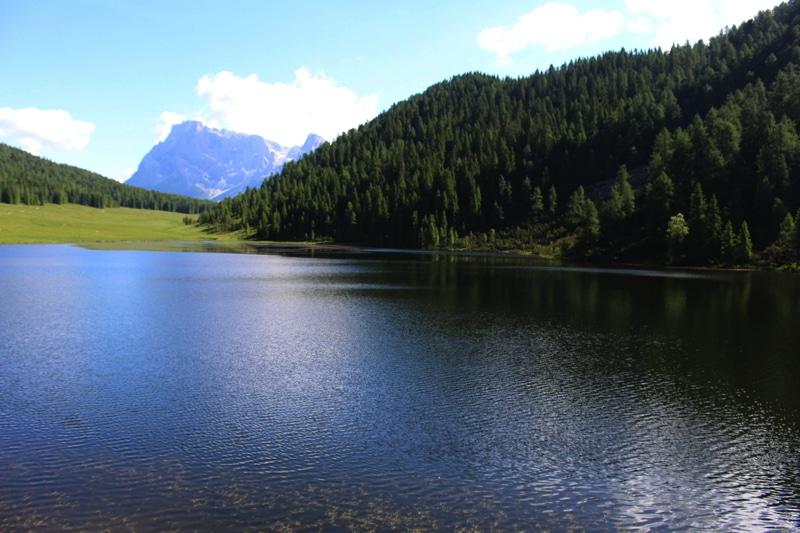 Lago di Calaita, in Val Lozen. Sullo sfondo, le Pale di San Martino.